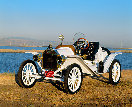 AUT 17 RK0027 02 © Kimball Stock 1914 Ford Model T Speedster White 3/4 Front view On Dry Grass By Water