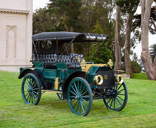 AUT 17 RK0213 01 © Kimball Stock 1912 International Auto Wagon Green And Black 3/4 Front View On Grass By Building And Trees