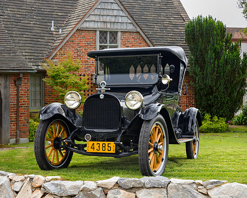 AUT 17 RK0220 01 © Kimball Stock 1915 Dodge Brothers Touring Black Front View On Grass By House