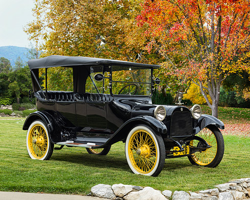 AUT 17 RK0221 01 © Kimball Stock 1915 Dodge Brothers Touring Black With Yellow Weels