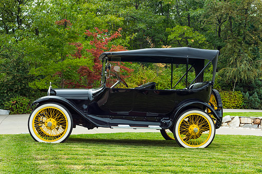 AUT 17 RK0222 01 © Kimball Stock 1915 Dodge Brothers Touring Black With Yellow Weels