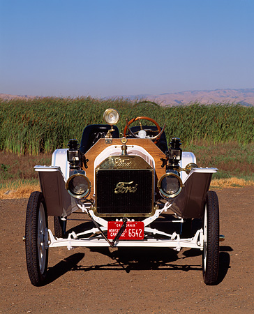 AUT 17 RK0026 02 © Kimball Stock 1914 Ford Model T Speedster White Head On Shot On Dirt By Field