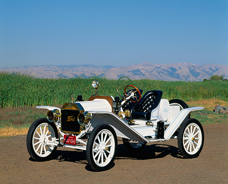 AUT 17 RK0029 17 © Kimball Stock 1914 Ford Model T Speedster White 3/4 Front View On Dirt By Green Field