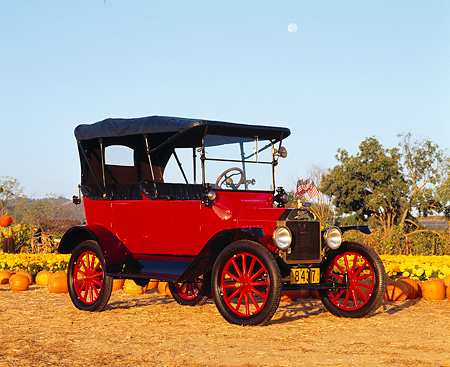 AUT 17 RK0057 09 © Kimball Stock 1915 Ford Model T Touring Sedan 3/4 Front View At Pumpkin Patch Blue Sky