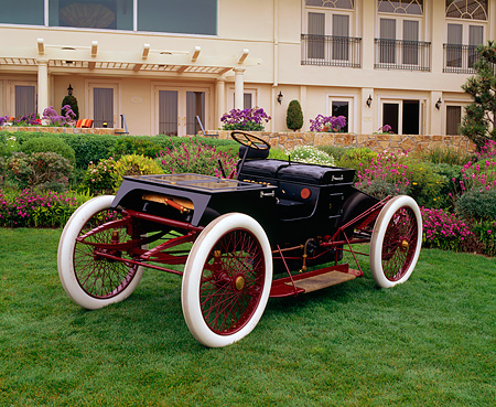 AUT 17 RK0096 01 © Kimball Stock 1901 Ford 3/4 Front View On Grass Pebble Beach