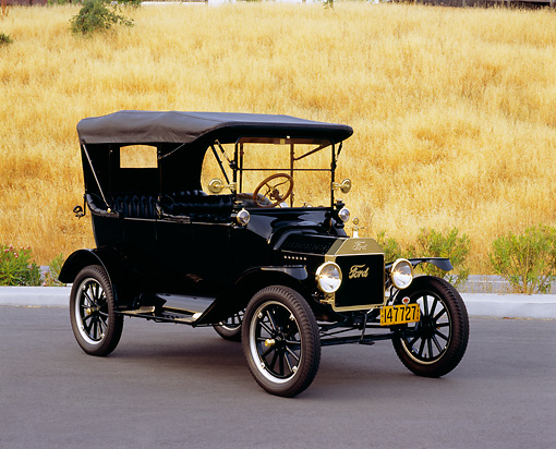 AUT 17 RK0129 02 © Kimball Stock 1915 Ford Model T Touring Black