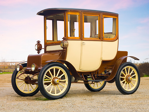 AUT 17 RK0189 01 © Kimball Stock 1909 Rauch & Lang Electric Brougham Brown And Cream 3/4 Front View On Gravel