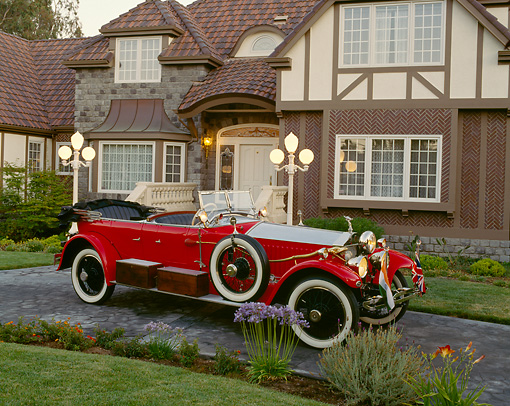AUT 18 RK0015 04 © Kimball Stock 1925 Rolls Royce Phantom I Red Convertible 3/4 Front View On Driveway By House