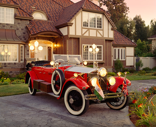 AUT 18 RK0015 21 © Kimball Stock 1925 Rolls Royce Phantom I Red Convertible 3/4 Front View On Driveway By House