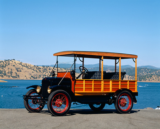 AUT 18 RK0283 01 © Kimball Stock 1924 Ford Model T Depot Hack 3/4 Front View On Pavement By Lake Blue Sky