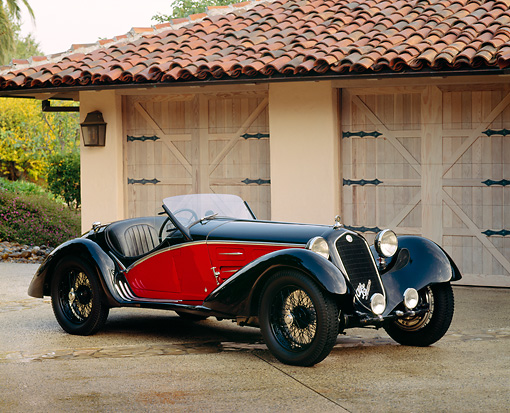 AUT 19 RK0238 03 © Kimball Stock 1933 Alfa Romeo 2.3 230D 8C Convertible Black And Red 3/4 Front View On Driveway