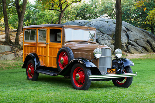 AUT 19 RK1068 01 © Kimball Stock 1932 Ford Model B-150 Station Wagon Woodie 3/4 Front View On Grass By Trees
