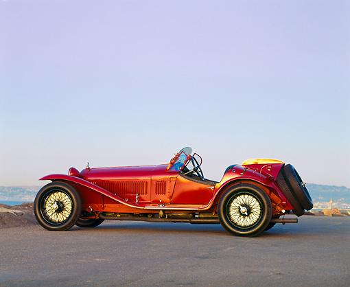 AUT 19 RK0262 03 © Kimball Stock 1932 Alfa Romeo 8C 2300 Touring Spider Profile View On Pavement