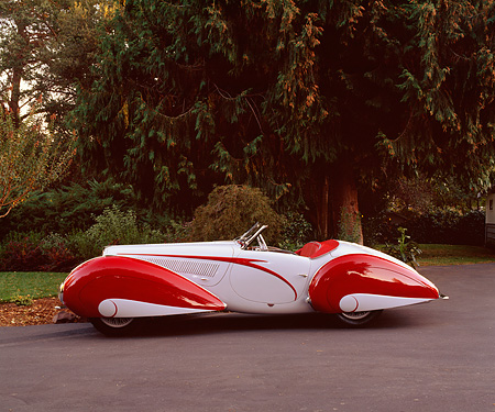 AUT 19 RK0375 02 © Kimball Stock 1937 Delahaye Type 135 Competition Court Profile built by Figoni and Falaschi.
