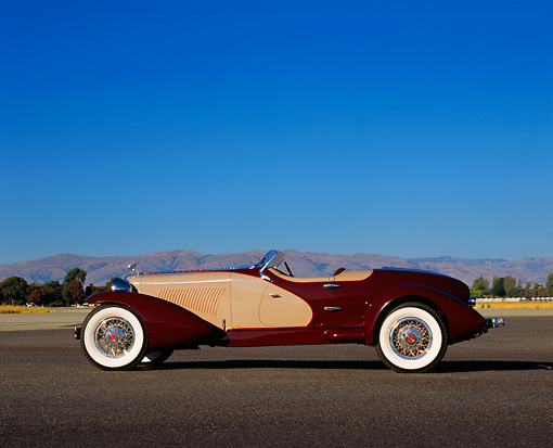 AUT 19 RK0536 03 © Kimball Stock 1931 Cord L29 Speedster Burgundy And Beige Profile View On Pavement