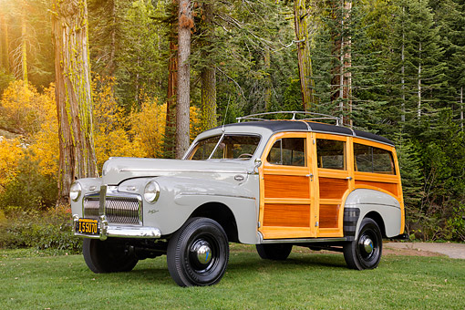 AUT 20 BK0007 01 © Kimball Stock 1942 Ford Marmon-Herrington Woody Wagon 3/4 Front View By Forest