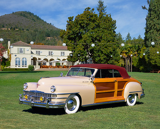AUT 20 RK0151 03 © Kimball Stock 1947 Chrysler Town & Country Convertible Beige 3/4 Side View On Grass By Building
