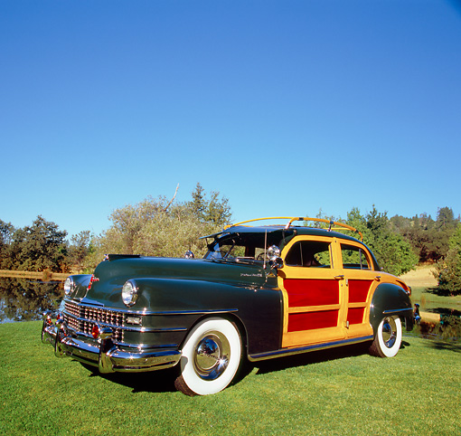 AUT 20 RK0286 01 © Kimball Stock 1947 Chrysler Town And Country Woody Green 3/4 Front View On Grass By Trees