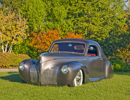 AUT 20 RK0409 01 © Kimball Stock 1940 Lincoln Zephyr Gray 3/4 Front View On Grass By Trees