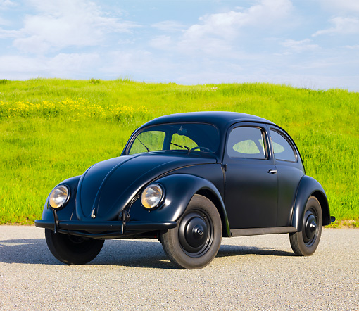 AUT 20 RK0421 01 © Kimball Stock 1946 Volkswagen Beetle Black 3/4 Front View On Pavement By Field