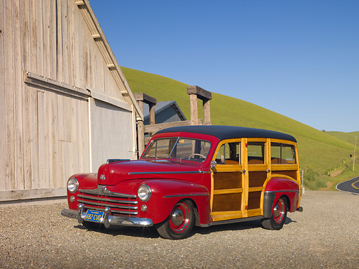 AUT 20 RK0473 01 © Kimball Stock 1947 Ford Woodie Red 3/4 Front View On Gravel By Barn