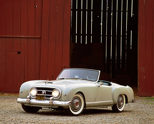 AUT 21 RK0408 11 © Kimball Stock 1953 Gray Nash-Healey Roadster 3/4 Front View By Red Barn Headlights On