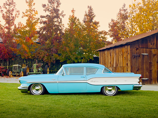 AUT 21 RK2600 01 © Kimball Stock 1958 Pontiac Chieftain Turquoise Profile View On Grass By Barn