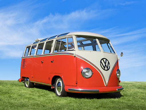 AUT 21 RK3167 01 © Kimball Stock 1959 Volkswagen 23 Window Microbus Sealing Wax Red And White 3/4 Front View On Grass