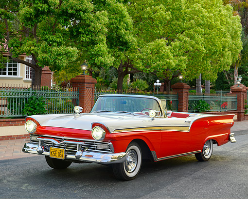 AUT 21 RK3602 01 © Kimball Stock 1957 Ford Fairlane 500 Skyliner Red And White 3/4 Front View Parked Outside Of Mansion