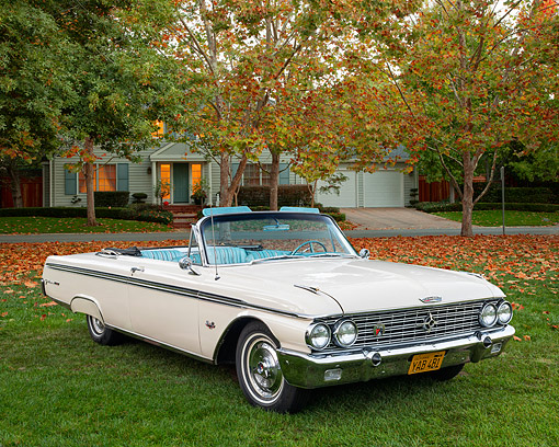 AUT 21 RK3626 01 © Kimball Stock 1962 Ford Galaxie 500XL