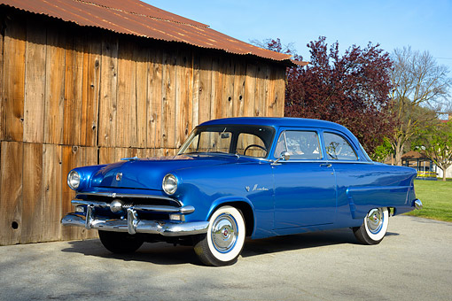AUT 21 RK3722 01 © Kimball Stock 1953 Ford Mainline 2-Door Coupe Blue 3/4 Front View By Barn