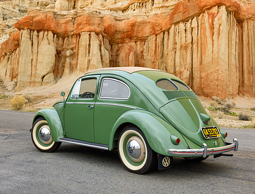 AUT 21 RK3758 01 © Kimball Stock 1952 Volkswagen Beetle 11G Split-Window Sun Roof Green 3/4 Rear View By Cliff
