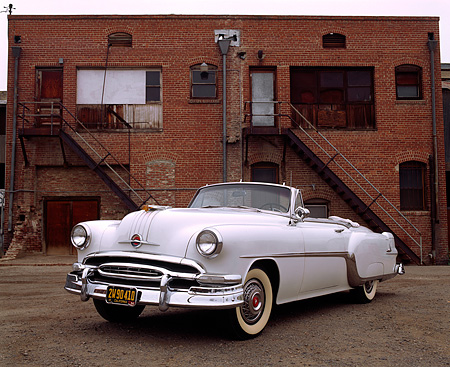 AUT 21 RK0404 02 © Kimball Stock 1954 Pontiac Star Chief Convertible White 3/4 Front View In Front Of Brick Building