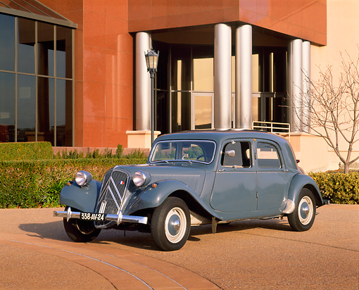 AUT 21 RK1037 02 © Kimball Stock 1953 Citroen Traction Avant Gray 3/4 Side View In Front Of Museum
