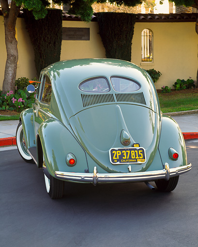 AUT 21 RK1207 03 © Kimball Stock 1952 VW Bug Split Window Green 3/4 Rear View On Pavement