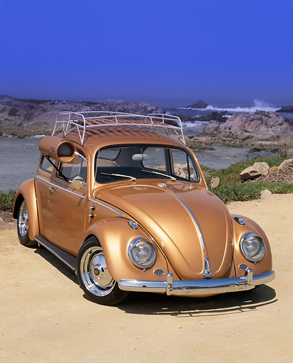 AUT 21 RK1455 03 © Kimball Stock 1958 Volkswagen Bug Gold Roof Rack And Cooler 3/4 Front View On Sand