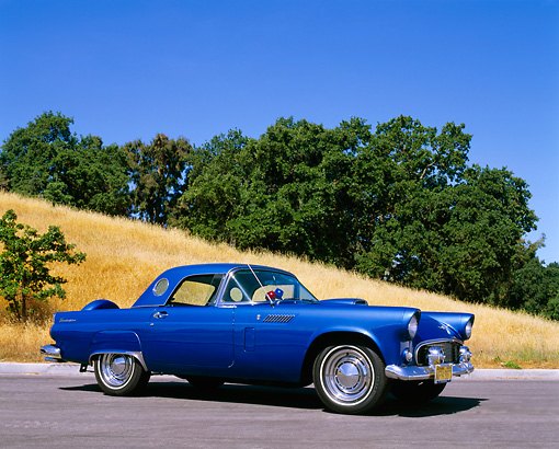 AUT 21 RK1777 01 © Kimball Stock 1956 Ford T-Bird Blue
