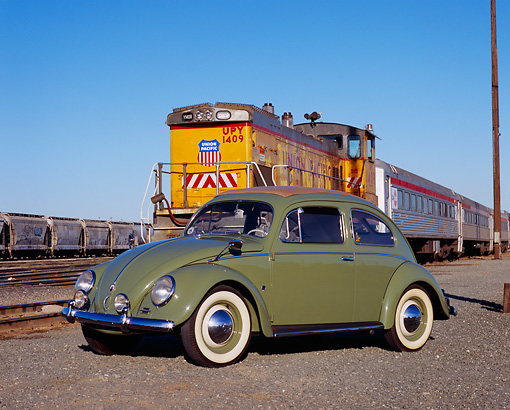 AUT 21 RK1820 02 © Kimball Stock 1952 VW Sunroof Beetle Green