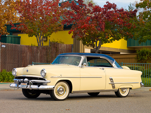 AUT 21 RK2323 01 © Kimball Stock 1953 Ford Crestline Victoria Ivory And Blue 3/4 Front View On Pavement By Trees