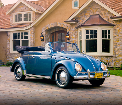 AUT 21 RK2356 01 © Kimball Stock 1959 Volkswagen Cabriolet Beetle Blue 3/4 Front View On Driveway By House