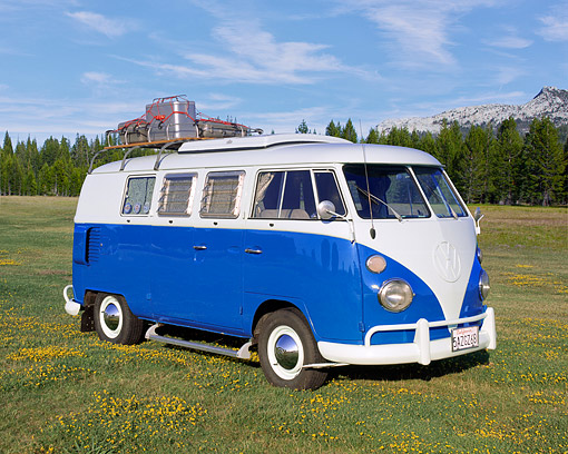 AUT 22 RK1748 01 © Kimball Stock 1965 VW Westfalia Camper Blue And White 3/4 Side View On Grass By Mountains