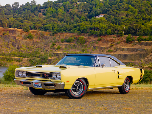 AUT 22 RK2876 01 © Kimball Stock 1969 Dodge Coronet R/T Yellow 3/4 Front View By Lake And Hills