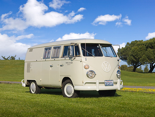 AUT 22 RK3021 01 © Kimball Stock 1966 VW Sundial Camper Pearl White 3/4 Front View On Grass