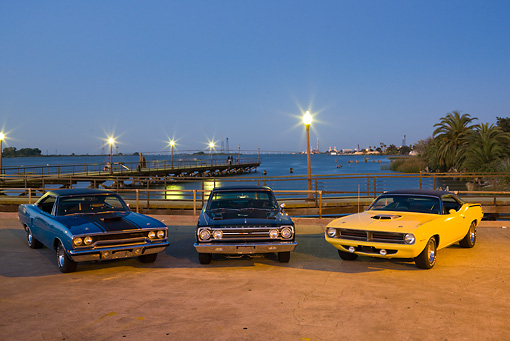 AUT 22 RK3091 01 © Kimball Stock 1970 Plymouth Road Runner Hemi Blue With Black Stripe, 1967 Plymouth Hemi GTX Dark Green And 1970 Plymouth Barracuda 440 Six Pack Yellow