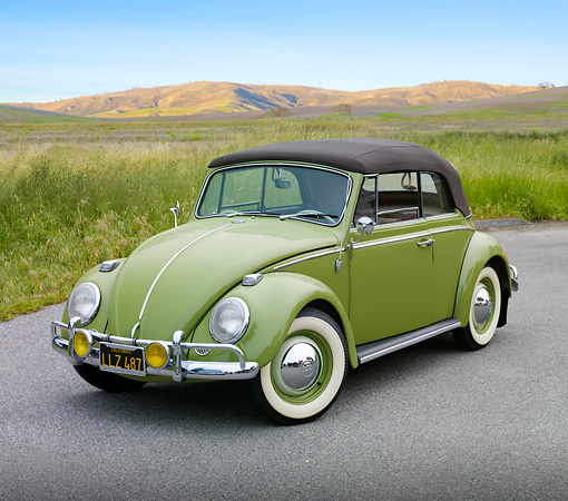 AUT 22 RK3232 01 © Kimball Stock 1965 Volkswagen Bug Convertible Green 3/4 Front View On Pavement By Meadow