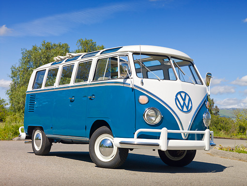 AUT 22 RK3240 01 © Kimball Stock 1965 VW 21 Window Deluxe Sea Blue And White 3/4 Front View On Pavement By Trees
