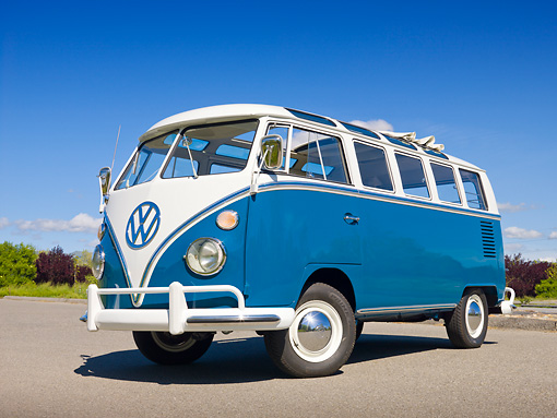 AUT 22 RK3241 01 © Kimball Stock 1965 VW 21 Window Deluxe Sea Blue And White 3/4 Front View On Pavement