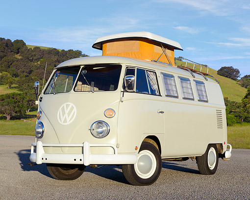 AUT 22 RK3464 01 © Kimball Stock 1966 Volkswagen Camper Cream 3/4 Front View On Pavement By Grassy Hills