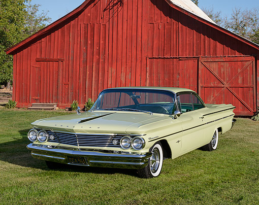 AUT 22 RK3522 01 © Kimball Stock 1960 Pontiac Bonneville Stardust Yellow 3/4 Front View On Grass By Red Barn