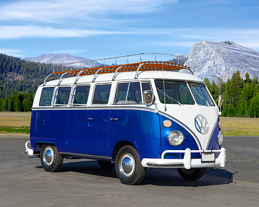 AUT 22 RK3580 01 © Kimball Stock 1967 Volkswagon 13 Window Deluxe Bus Blue And White 3/4 Front View On Pavement